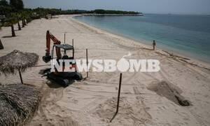 Άρση μέτρων - Έτσι θα λειτουργήσουν οι παραλίες: Οι κανόνες και τα πρόστιμα για όσους τους παραβούν