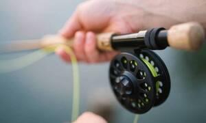«Πάγωσε» ο ψαράς όταν τράβηξε το καλάμι του - Δείτε τι έπιασε