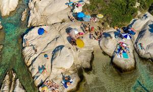 Τουρισμός στην Ελλάδα: Καλύτερα μόνοι μας και υγιείς