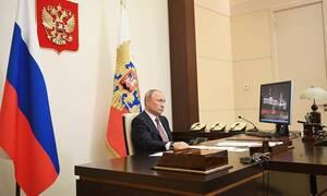 Путин потребовал начислять доплаты медикам за сам факт работы с больными COVID