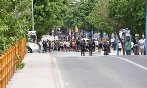 Κορονοϊός Λάρισα: Πώς περιγράφει την επίθεση που δέχθηκε ο δημοσιογράφος του ΣΚΑΪ