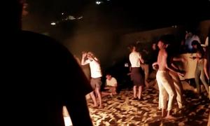 Μύκονος: Η «επανάσταση» ξεκίνησε με αντι-κορώνα πάρτι (video)
