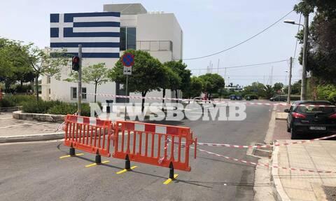 Ρεπορτάζ Newsbomb.gr: Έκλεισαν οι δρόμοι που οδηγούν στην παραλία Γλυφάδας