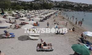 Οι Αθηναίοι σε οργανωμένες και μη, παραλίες – Μέτρα ασφαλείας, συνωστισμός και μπλόκα στους δρόμους