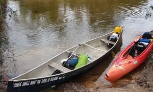 Του έπεσε το κινητό στο ποτάμι – Αυτό που ακολούθησε είναι αδιανόητο (pics)