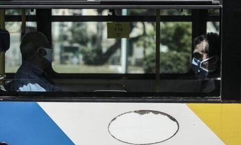 Ποια μέτρα ασφαλείας; Δείτε τι γινόταν σε αστικό λεωφορείο για τις παραλίες της Αττικής
