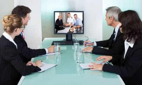 Σάλος: Επιχειρηματίας εμφανίστηκε γυμνός σε τηλεδιάσκεψη - «Πάγωσαν» όλοι όταν το είδαν