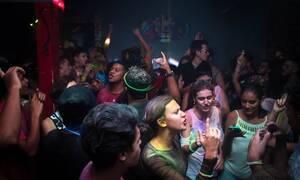Κορονοϊός: Συνεχίζονται τα πάρτι - Χαμός στη Ναύπακτο