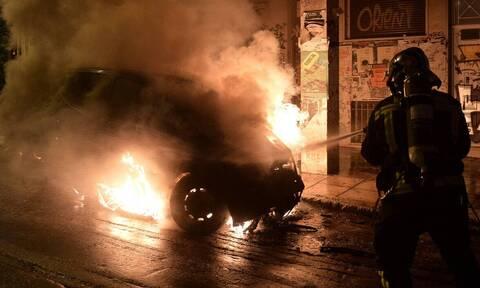 Μπαράζ επιθέσεων στην Αθήνα: Μέσα σε 10 λεπτά έκαψαν 13 οχήματα - Καμία σύλληψη