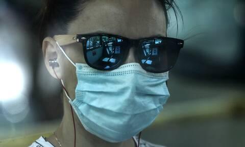 Κορονοϊός-Βίντεο ΣΟΚ: Δείτε πόσα σταγονίδια σάλιου μένουν στον αέρα κατά την ομιλία