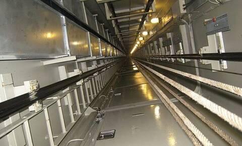 Δείτε τι προσπάθησαν να βάλουν στο ασανσέρ - Σώθηκαν από θαύμα (pics&vid)
