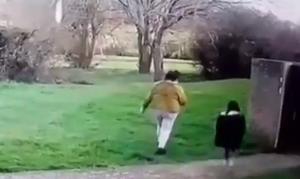 Η σοκαριστική στιγμή που 33χρονη απαγάγει 5χρονη από παιδική χαρά