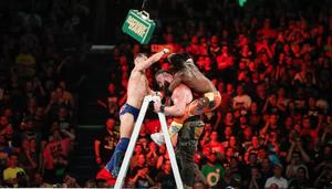 Αγνοείται πρώην αστέρας του WWE - Πήγε για κολύμπι με τον γιο του