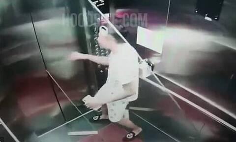 Πήγαν να βάλουν τζάμι σε ασανσέρ αλλά δεν χωρούσε - Απίστευτο από που έγινε μόλις ξεκίνησε (vid)
