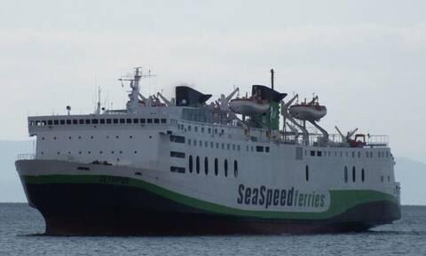 Θρίλερ στο λιμάνι της Σαντορίνης: Πρόσκρουση πλοίου με 50 επιβάτες