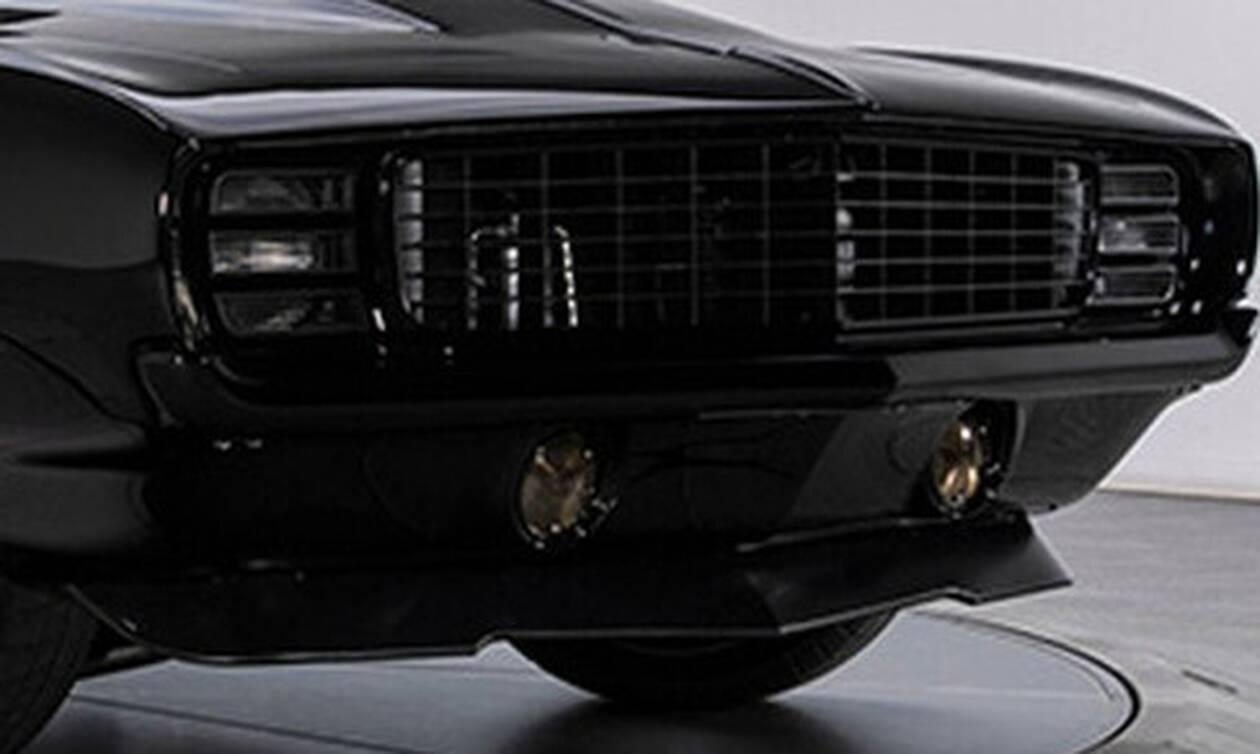 Το γρήγορο αμάξι με τον εκκωφαντικό κινητήρα