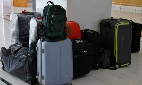 Πασίγνωστος Έλληνας αποκαλύπτει: Δεν είχα να πληρώσω και πέταξα τα ρούχα μου στο αεροδρόμιο