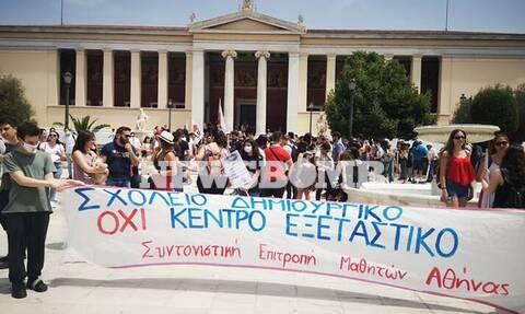 Πανεκπαιδευτικό συλλαλητήριοστα Προπύλαια - Τι κατέγραψε το Newsbomb.gr