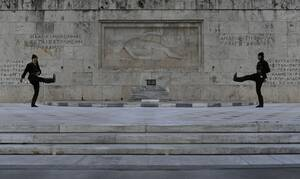 Ανατριχίλα! Συγκλονίζει η αλλαγή φρουράς για την Γενοκτονία των Ποντίων - Δείτε το βίντεο