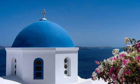 Daily Mail: Σκέψεις για να καταργηθεί η καραντίνα των Βρετανών που ταξιδεύουν στην Ελλάδα