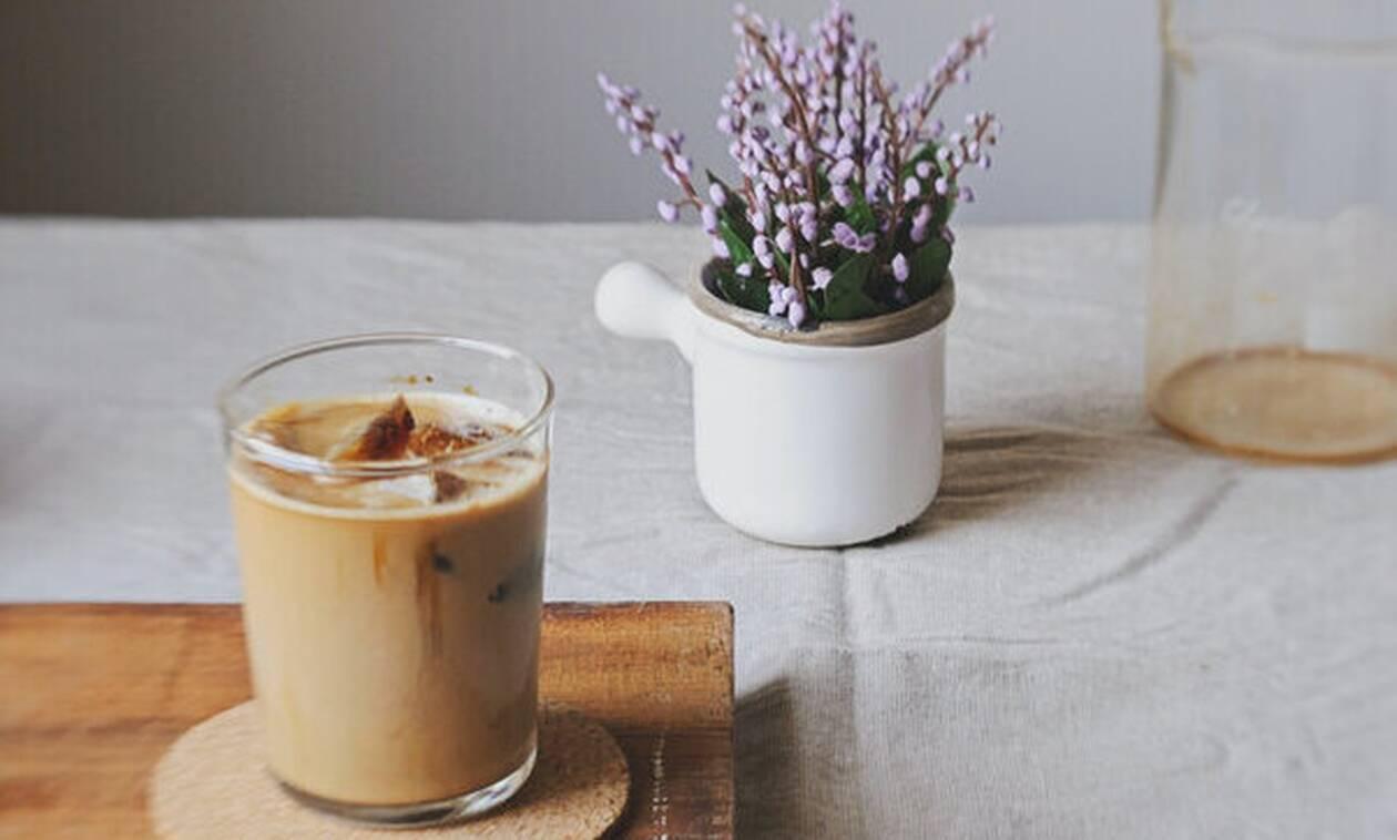 Εσύ ξέρεις πόσες θερμίδες έχει κάθε καφές που πίνεις;