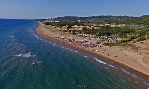 Η παραλία με χρυσή άμμο που είναι... άγνωστη στους Έλληνες (vid)