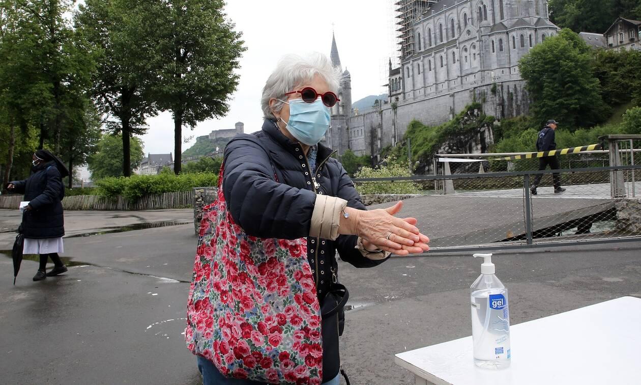 Κορονοϊός: Η Γαλλία αναθεωρεί προς τα κάτω τον αριθμό των θανάτων