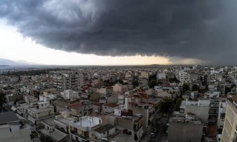 Αλλάζει το σκηνικό του καιρού: Έρχονται βροχές και καταιγίδες – Πού θα φτάσει η θερμοκρασία