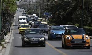 Κίνηση: Κυκλοφοριακό «κομφούζιο» στους δρόμους - Πού σημειώνεται μποτιλιάρισμα