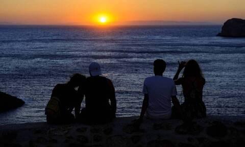 Daily Mail: «Παγώνουν» τα πλάνα των Βρετανών για διακοπές στην Ελλάδα