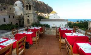 Новые правила работы ресторанов в Греции: QR коды на скатерти и заказы онлайн