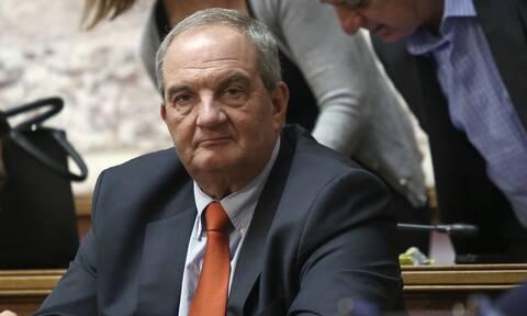 Αγνώριστος ο Κώστας Καραμανλής - Δείτε πώς εμφανίστηκε στη Βουλή