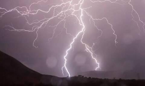 Καιρός: «Βουτιά» του υδράργυρου έως και 10 βαθμούς – Ισχυρές βροχές και καταιγίδες (χάρτες)