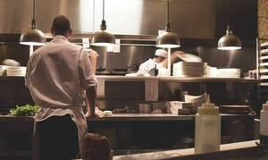 Σάλος! Γυμνός στο πλατό τηλεοπτικός μάγειρας - «Τα έχασαν» οι τηλεθεατές