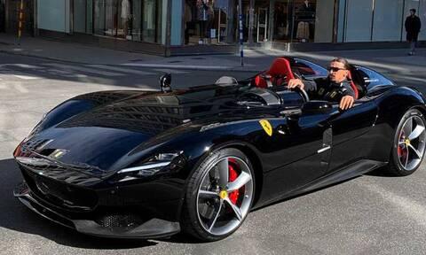 O Ζλάταν Ιμπραΐμοβιτς δεν περνά απαρατήρητος - Πόσο μάλλον οδηγώντας μια Ferrari Monza SP2