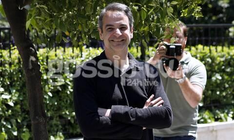 Κυριάκος Μητσοτάκης: Ο πρωθυπουργός όπως δεν τον έχετε ξαναδεί! Σε... ορθοπεταλιές με τις κόρες του!