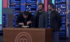MasterChef: Ο Κοντιζάς βρήκε κόκαλο στο πιάτο του Κουτσόπουλου (video)