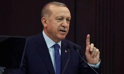 Ο Ερντογάν σε σύσκεψη ήταν ο μόνος που δεν φορούσε μάσκα