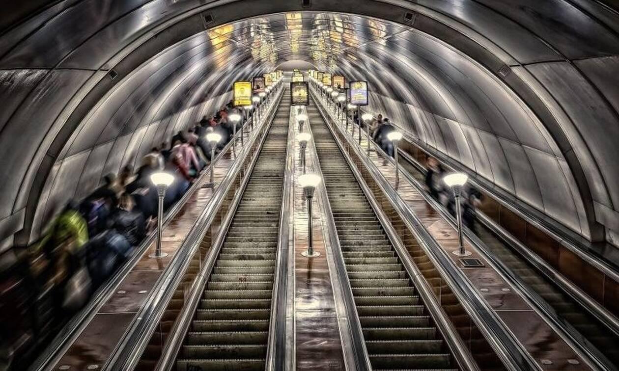 Αδιανόητο: Ζευγάρι έκανε σεξ σε σταθμό του Μετρό - Αποκαλυπτικές εικόνες (pics)
