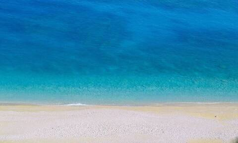 Γαλάζιες σημαίες 2020: Αυτές είναι οι πιο καθαρές παραλίες της Αττικής