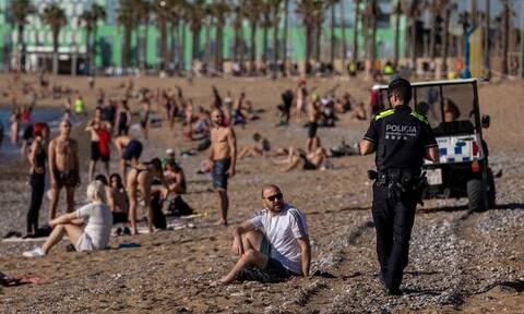 Κορoνοϊός Ισπανία: Χαμός στις παραλίες της Βαρκελώνης παρά τις απαγορεύσεις (vid)