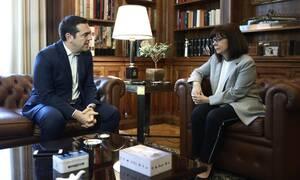 Συνάντηση Σακελλαροπούλου-Τσίπρα: «Στόχος η ευημερία των Ελλήνων» - «Ανεπαρκή τα μέτρα»