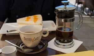 Απίστευτο: Δείτε τι έκανε καφετέρια για να ανοίξει