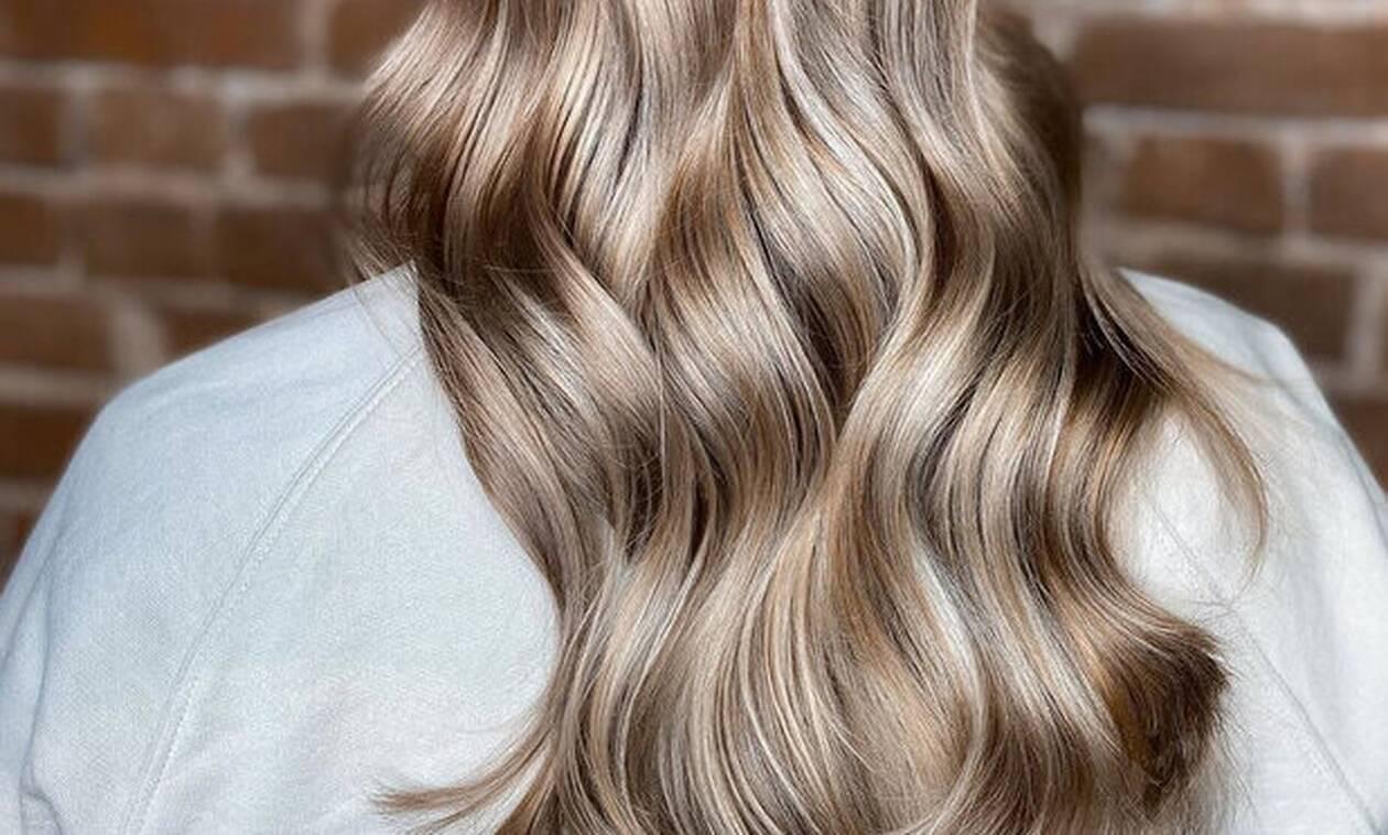 Γιατί όλες οι γυναίκες επιλέγουν αυτή την απόχρωση για τα μαλλιά τους αυτό το καλοκαίρι;