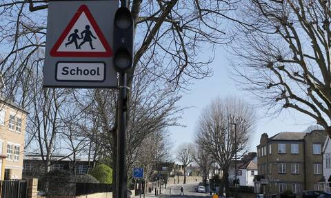 Βρετανία: Ανησυχία για μετάδοση του κορονοϊού σε μαθητές – Καταλογίζουν αδιαφορία στον Τζόνσον