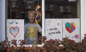 Βρετανία: Τα παιδιά με Covid-19 μπορεί να έχουν πιο χαμηλή μολυσματικότητα σε σχέση με τους ενήλικες