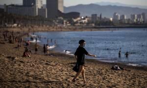 Κορονοϊός Ισπανία: Ξανανοίγουν παραλίες, πισίνες, εμπορικά κέντρα