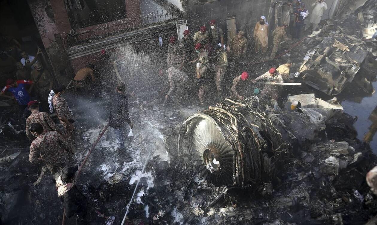 Αεροπορική τραγωδία στο Πακιστάν: Τουλάχιστον 97 οι νεκροί - Δύο οι επιζώντες
