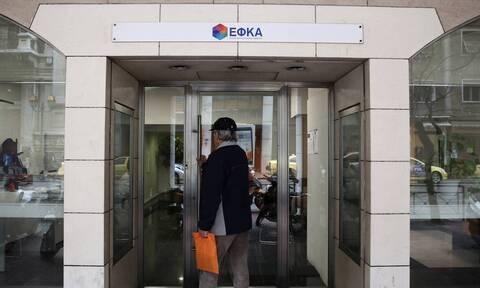 Κορονοϊός: «Καθίζηση» στα έσοδα από ασφαλιστικές εισφορές προκαλεί η πανδημία