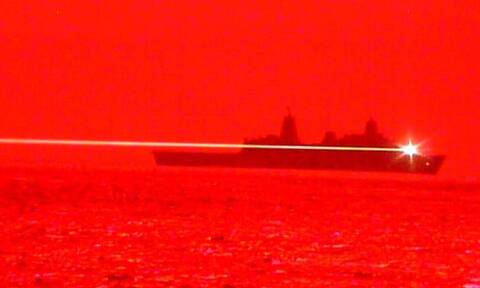 Αμερικανικό πλοίο καταρρίπτει drone με laser - Απίθανο video